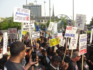 Hundreds of ATU Local 998 members and supporters rally to demand contract justice July 2 at the Milwaukee County Courthouse [Photo: WI BOPM]